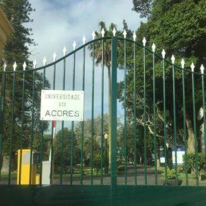 Portão Fechado na Entrada da UAc